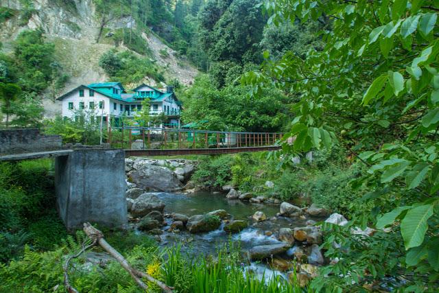 Himalayas_waterfall_jibhi_-tirthan-valley-1