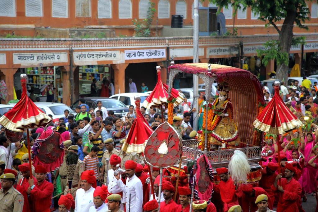 Teej-Mata-Sawari-Teej-in-main-market-Jaipur-Kaynat-Kazi-Photography