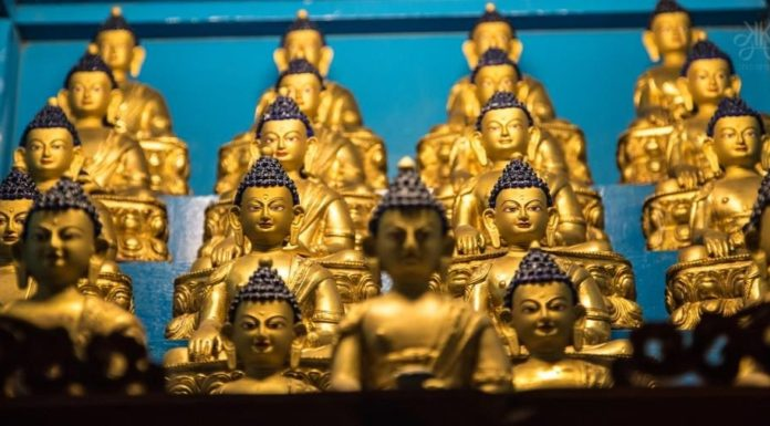 Buddha-in-group-KaynatkaziPhotography-2014-960x506